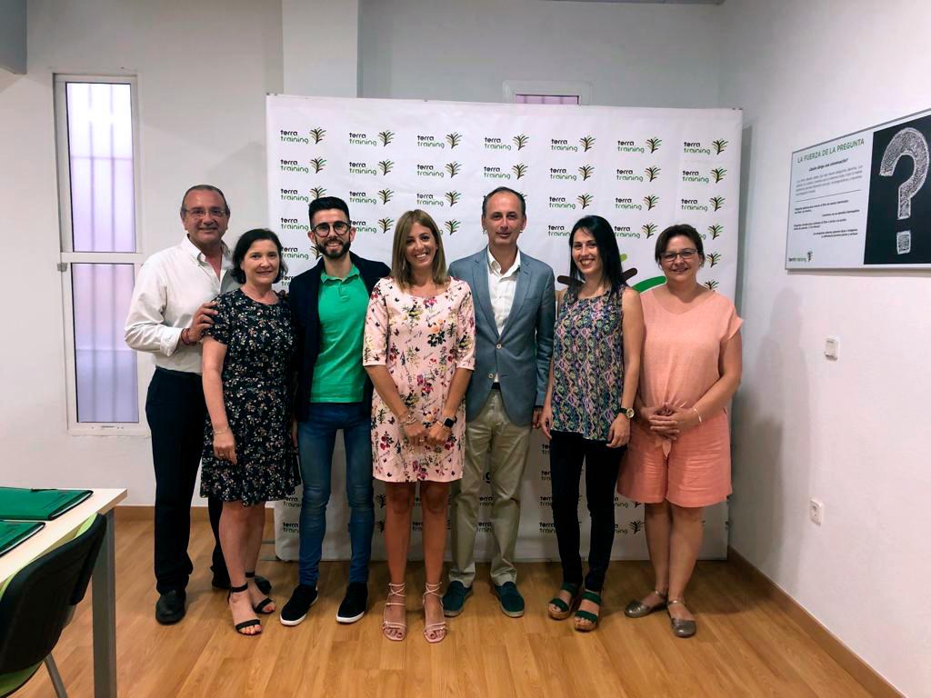 El consejero de Empleo, Universidades, Empresa y Medio Ambiente, Javier Celdrán, visita TERRA Fecundis.
